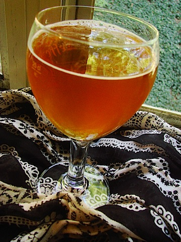 beer pour in glass 2.JPG
